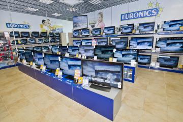 Prodejci elektra vyprodávají skladové zásoby