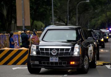 Americký prezident Donald Trump přijíždí ve své limuzíně na schůzku s vůdcem KLDR Kim Čong-unem.