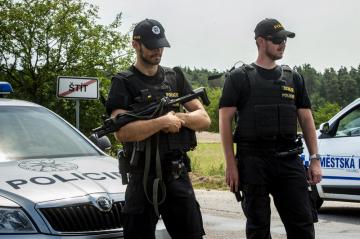 V soukromém Bioparku Štít u obce Klamoš na Královéhradecku utekli 16. července 2018 z klece dva tygři a lev. Na místě zasahovalo osm policejních hlídek, zásahová policejní jednotka a vrtulník.