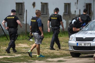 V soukromém Bioparku Štít u obce Klamoš na Královéhradecku utekli 16. července 2018 z klece dva tygři a lev. Na místě zasahovalo osm policejních hlídek, zásahová policejní jednotka a vrtulník. Veterináři zvířata uspali, nikoho nezranila.