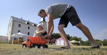 Druhý ročník rodinného festivalu Přísekohraní, který 4. srpna 2018 představil návštěvníkům některé české hračky, se uskutečnil v Muzeu autíček v Přísece u Jihlavy.