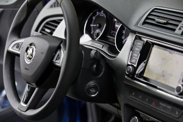 Mladoboleslavská automobilka Škoda Auto začala sériově vyrábět omlazenou třetí generaci modelu Fabia. Oproti předchozí verzi prošel změnou vzhled exteriéru i interiéru a vůz má nové technologie, které v něm dosud nebyly. Snímek z 10. srpna 2018 ukazuje palubní desku.