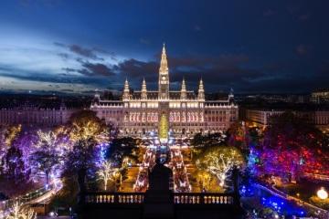 Nejstarší a nejslavnější vídeňské vánoční trhy s tradicí trvající 600 let plní krásné vánoční sny dětem i dospělým.