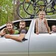 Ilustrační foto - Rodiče s dětmi na výletě - ilustrační foto