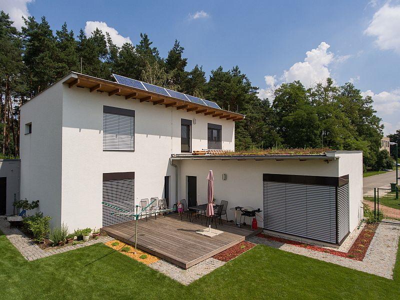 Pasivní dům se zelenou střechou v Dubňanech.