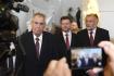 Prezident Miloš Zeman (vlevo) odchází ze schůze Poslanecké sněmovny 23. října 2019 v Praze, kde podpořil vládní návrh státního rozpočtu na příští rok. Uprostřed je předseda Sněmovny Radek Vondráček (ANO) a vpravo prezidentův tajemník Jaroslav Hlinovský.