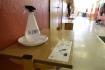 Ilustrační foto - Dezinfekce připravená u vstupu do prostor základní školy - ilustrační foto.