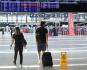 Ilustrační foto - Cestující procházeli 1. července 2020 odbavovací halou Letiště Václava Havla v Praze.