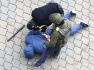 Ilustrační foto - Policisté v běloruském Minsku zatýkají demonstranta během protestů proti prezidentovi Alexandru Lukašenkovi, 8. listopadu 2020.