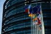 Sídlo Evropského parlamentu ve Štrasburku, vlajky zemí Evropské unie