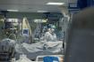 Zdravotnice na oddělení pro pacienty s těžkým průběhem onemocnění covid-19 - ilustrační foto.