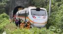 Nehoda osobního vlaku v tunelu na východě Tchaj-wanu, 2. dubna 2021.