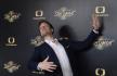 Ilustrační foto - Krasobruslař Tomáš Verner, který se zúčastní soutěže StarDance... když hvězdy tančí, pózuje 20. dubna 2021 v Praze fotografům po skončení tiskové konference k letošnímu ročníku.