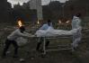 Tělo oběti nemoci covid-19 převážené ke kremaci v indickém Dillí, 6. května 2021.