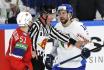 Mistrovství světa v hokeji v Rize, skupina B, utkání Norsko - Itálie. Vlevo hokejista Norska Mats Rosseli Olsen, vpravo Stefano Giliati z Itálie.