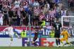 Španělský fotbalista Álvaro Morata (vlevo) dává gól Chorvatsku v osmifnále ME.