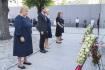 Zleva norská premiérka Erna Solbergová, korunní princ Haakon Magnus s princeznou Mette-Marit na vzpomínkové bohoslužbě 22. července 2021 v katedrále v Oslu k 10. výročí teroristického útoku Anderse Breivika.