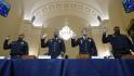 Čtveřice policistů, která chránila sídlo zákonodárného sboru 6. ledna při útoku příznivců tehdejšího prezidenta Donalda Trumpa, vypovídá před výborem amerického Kongresu. Zleva Michael Fanone, Aquilino Gonell, Daniel Hodges a Harry Dunn.