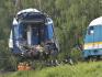 Na jednokolejné trati u obce Milavče na Domažlicku začali 5. srpna 2021 pomocí těžké techniky odstraňovat poškozené lokomotivy a vagony dvou vlaků. Den předtím se tam srazil expres z Mnichova s protijedoucím regionálním osobním vlakem. Tři lidé na místě zemřeli, desítky dalších byly zraněny.
