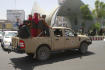Bojovníci hnutí Tálibán na korbě automobilu v afghánském městě Herát, 14. srpna 2021.