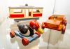 V Oblastním muzeu a galerii v Mostě zahájili 2. září 2021 výstavu s názvem Dřevěné drahokamy z Krušných hor, která mapuje výrobu dřevěných hraček na české i německé straně hor v letech 1945 až 1990.Na snímku je tahací kačenka, tramvaj a auto vyrobené v Nové Vsi v Horách a Hoře Svaté Kateřiny kolem roku 1950.