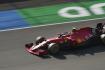 Jezdec Ferrari Carlos Sainz ze Španělska.