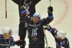 Utkání 1. kola hokejové extraligy: HC Energie Karlovy Vary - HC Kometa Brno, 8. září 2021 v Karlových Varech. Jiří Černoch z Karlových Varů se raduje z vítězství. Podařilo se mu v zápase vstřelit všechny čtyři karlovarské góly