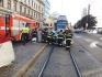 Tramvaj s osobním autem se 9. září 2021 ráno srazila v Brně v Lidické ulici, řidiče osobního vozu museli vyprostit hasiči.