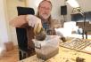 Fenka vyhrabala u Ústí na Vsetínsku hrneček se stovkami stříbrných pražských grošů ze 14. století. Majitel zvířete cenný archeologický nález odevzdal, nyní jej zkoumají odborníci Muzea regionu Valašsko.
