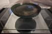 Detail bronzového vědra na prosné bylinné pivo, který bylo v roce 2017 nalezeno v Kladině na Pardubicku, na snímku pořízeném 14. září 2021.Až 3000 let staré vědro patří k nejvzácnějším exponátům sbírek pardubického muzea.