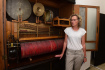 Jeden z posledních hrajících orchestrionů v Česku vystavují v rámci Dnů evropského dědictví v Základní umělecké školy (ZUŠ) v Hranicích na Přerovsku. Pochází z přelomu 19. a 20. století a od 70. let je ve sbírkách hranického muzea. Na snímku z 16. září je zástupkyně ředitele školy Kateřina Koblihová.