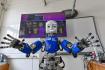 Výzkumníci Fakulty elektrotechnické ČVUT v Praze představili 16. září 2021 nově získaného humanoidního robota, který je vybaven všemi smysly. Robot iCub díky svým vlastnostem, zejména elektronické kůži, poskytne nové možnosti výzkumu v oblasti poznávání lidského mozku.