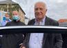 Ilustrační foto - Bývalý prezident Václav Klaus hovoří s novináři před Ústřední vojenskou nemocnicí (ÚVN), kterou 17. září 2021 opustil po několikadenní hospitalizaci kvůli potížím s vysokým krevním tlakem.