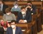 Nový poslanec ČSSD Lukáš Vágner (uprostřed) na schůzi Poslanecké sněmovny, která pokračovala 17. září 2021 v Praze. Vágner nahradil v dolní komoře na poslední řádné schůzi před říjnovými sněmovními volbami Romana Sklenáka, který se stal členem širšího vedení Nejvyššího kontrolního úřadu a poslanecký mandát mu zanikl.