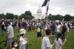 Lidé demonstrují 18. září 2021 ve Washingtonu na podporu lidí, kteří v lednu pronikli do Kapitolu.