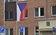 Černá vlajka vyvěšená 19. září 2021 před budovou hasičského záchranného sboru ve Zlíně k uctění památky dvou dobrovolných hasičů, kteří zahynuli při výbuchu rodinného domu v Koryčanech na Kroměřížsku.