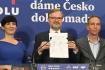 Předsedkyně TOP 09 Markéta Pekarová Adamová, předseda ODS Petr Fiala (uprostřed), předseda Pirátů Ivan Bartoš vystoupili na tiskové konferenci po společném jednání 9. října 2021, v Praze.