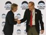 Mezinárodní cenu Fora 2000 za odvahu a odpovědnost převzal 11. října 2021 na konferenci na pražském Žofíně  z rukou předsedy Senátu Miloše Vystrčila (vlevo) zakládající prezident Národní nadace pro demokracii (National Endowment for Democracy) Carl Gershman (vpravo).