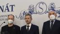Předseda Senátu Miloš Vystrčil (uprostřed) vystoupil 18. října 2021 v Praze na tiskové konferenci k dopisu Ústřední vojenské nemocnice ke zdravotnímu stavu prezidenta Miloše Zemana.