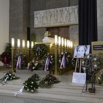 Poslední rozloučení s Táňou Fischerovou 8. ledna 2020 ve strašnickém krematoriu v Praze. Herečka a občanská aktivistka zemřela 25. prosince 2019 ve věku 72 let.