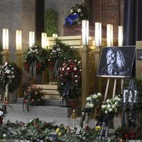 Ve strašnickém krematoriu v Praze proběhlo 21. ledna 2020 poslední rozloučení s frontmanem kapely Bluesberry Petarem Introvičem. Zpěvák, harmonikář, kytarista a skladatel Introvič zemřel po dlouhém boji s následky vážného zranění 9. ledna 2020 ve věku 68 let. Hudebník byl známý svoji vášní pro cyklistiku, která se mu stala osudnou. Po nehodě z loňského června skončil v nemocnici a již se neprobral z umělého spánku.
