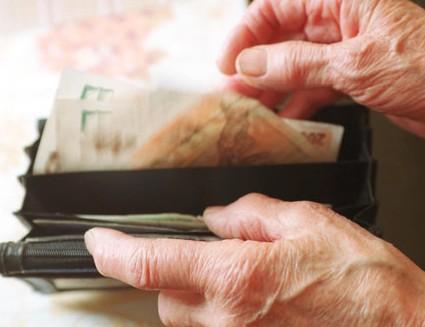 Senior - peněženka - důchod - peníze - senior - penze. Ilustrační foto.