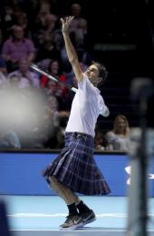 Švýcarský tenista Roger Federer v kiltu během charitativní exhibice v Glasgow.