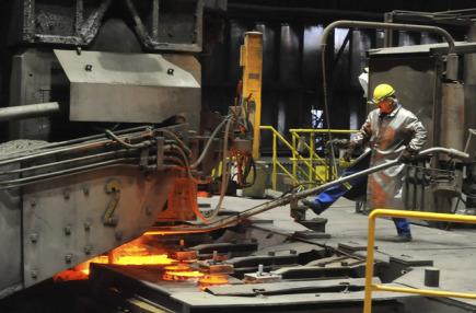 Průmysl, hutnictví, výroba oceli - ilustrační foto.