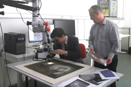 Francouzští experti analyzují skicu, která zobrazuje hlavu a obnaženou hruď ženy, jestli jde o Monu Lisu.