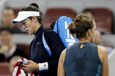 Česká tenistka Barbora Strýcová (vpravo) a Garbine Muguruzaová.