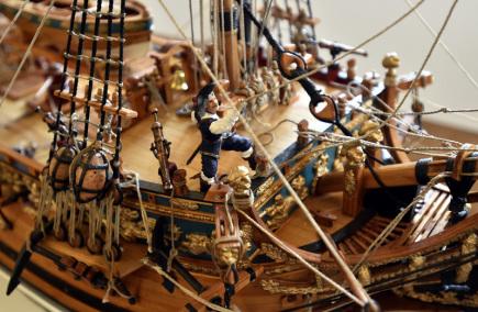 Na zámku v Holešově na Kroměřížsku zahájili 15. listopadu výstavu hobby modelů. Prezentuje letadla, z nichž některá mají rozpětí více než sedm metrů, auta, lodě a velké plachetnice, ale také exponáty z historie holešovských pilotů jako jsou přilby nebo přístrojové desky. Výstava se koná v šesti sálech zadní části Zámecké galerie a bude otevřena do 12. ledna 2018.