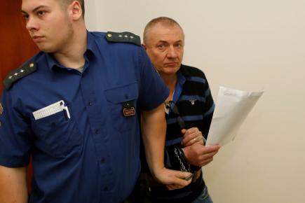 Až dvanáct let vězení hrozí čtveřici mužů, kteří u ústeckého krajského soudu čelí obžalobě za loňský únos ženy v Ústí nad Labem. Motivem činu měla být snaha získat výkupné od partnera ženy. Na snímku z 29. listopadu je obžalovaný Petr Rázl (vpravo).