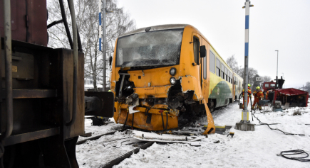 U železniční stanice Bylnice, místní části Brumova-Bylnice na Zlínsku, se 4. prosince srazil osobní vlak s posunující soupravou.