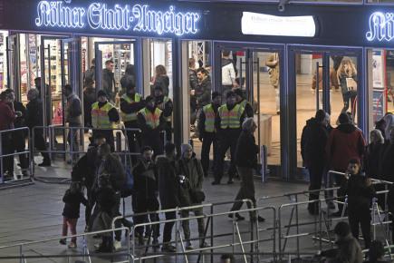 Německá policie během novoročních oslav v Kolíně nad Rýnem.